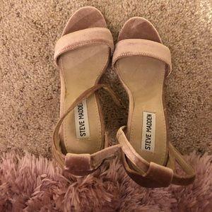 Steve Madden Carrson Sandals in Pink Velvet